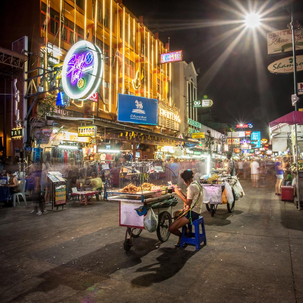 tourist shops on Khao San Road_235792462