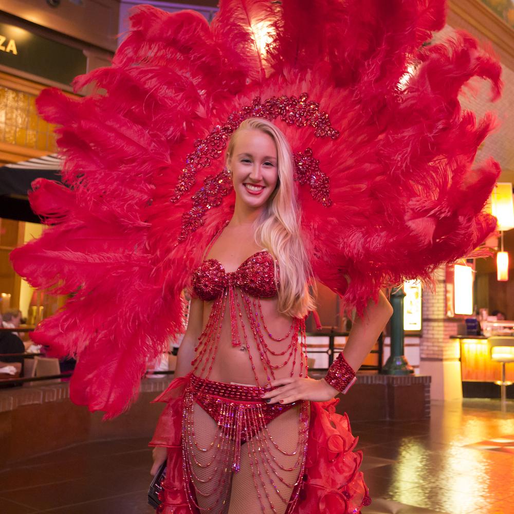 New-York Casino waiter women_325008839
