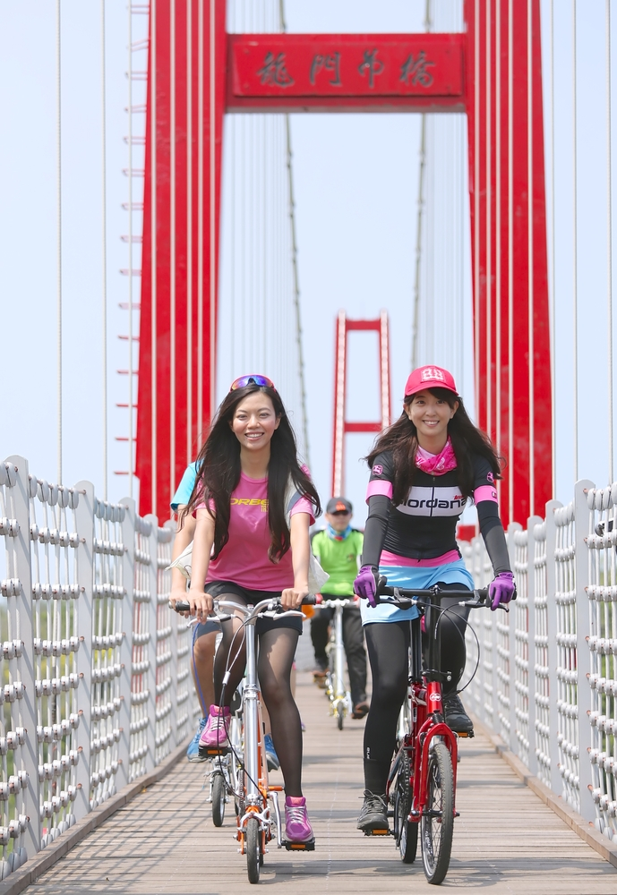 Long Mon bridge at northeast coast of Taiwan_189863957
