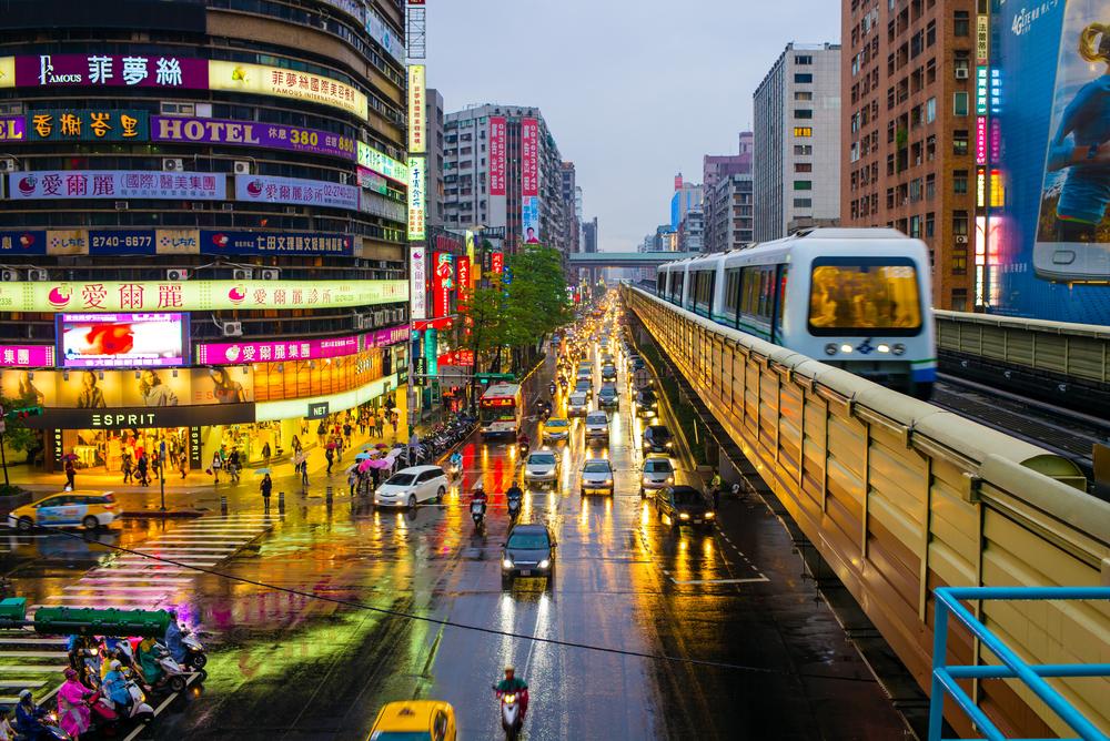 Taipei with metro train_304073327