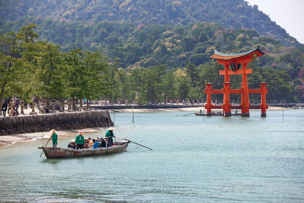 red wooden sacred torii gate at sea high tide_271304540