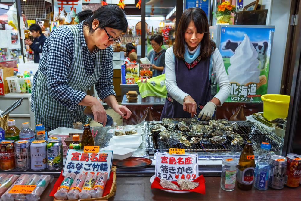 Grilled Oyster in Miyajima_169414952