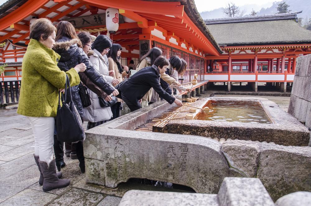 Itsukushima Shrine_179998394