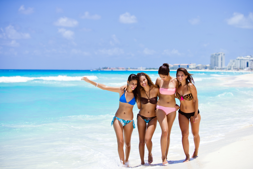 paradise beach of Cancun_161721095