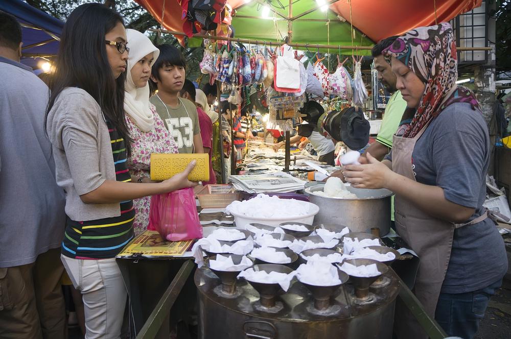 night market in Kuala Lumpur_148703129