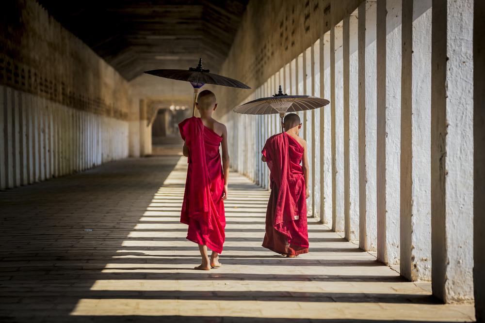 temple corridor_409764709