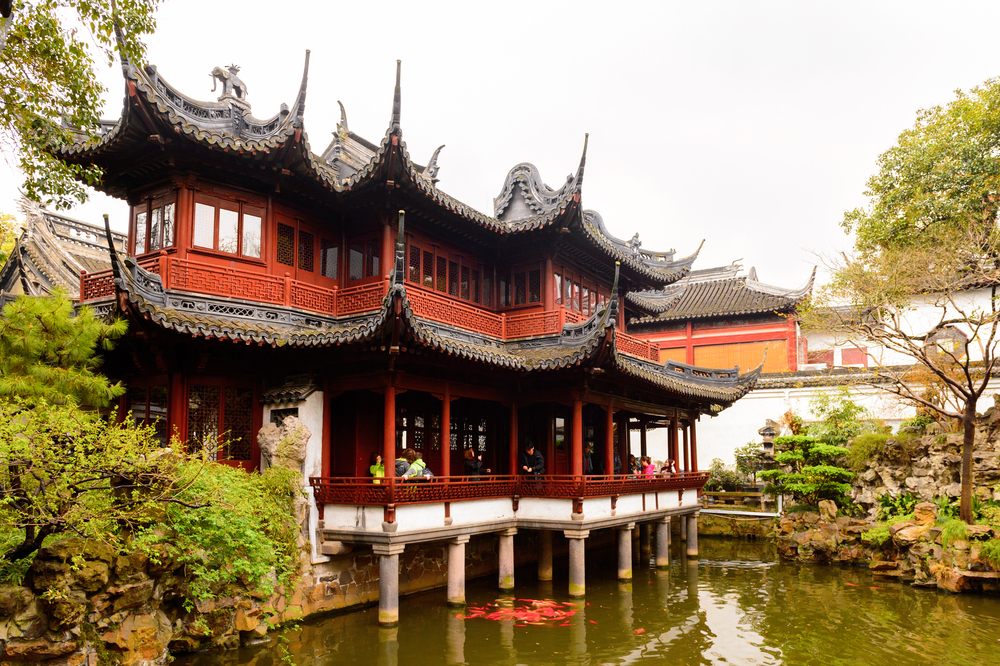 Pavillion at the Yu or Yuyuan Garden (Garden of Happiness)_403795966