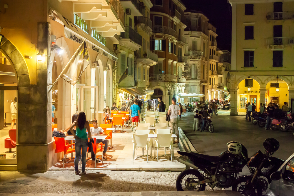cafe in the historical city_200037011