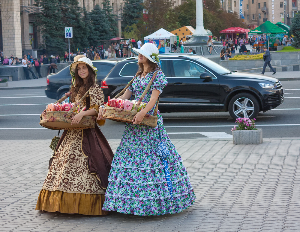 Girls in historical costumes sell sweets_242693719