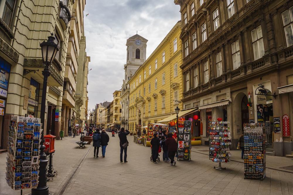 Vaci Utca the main shopping street in Budapest_397980682