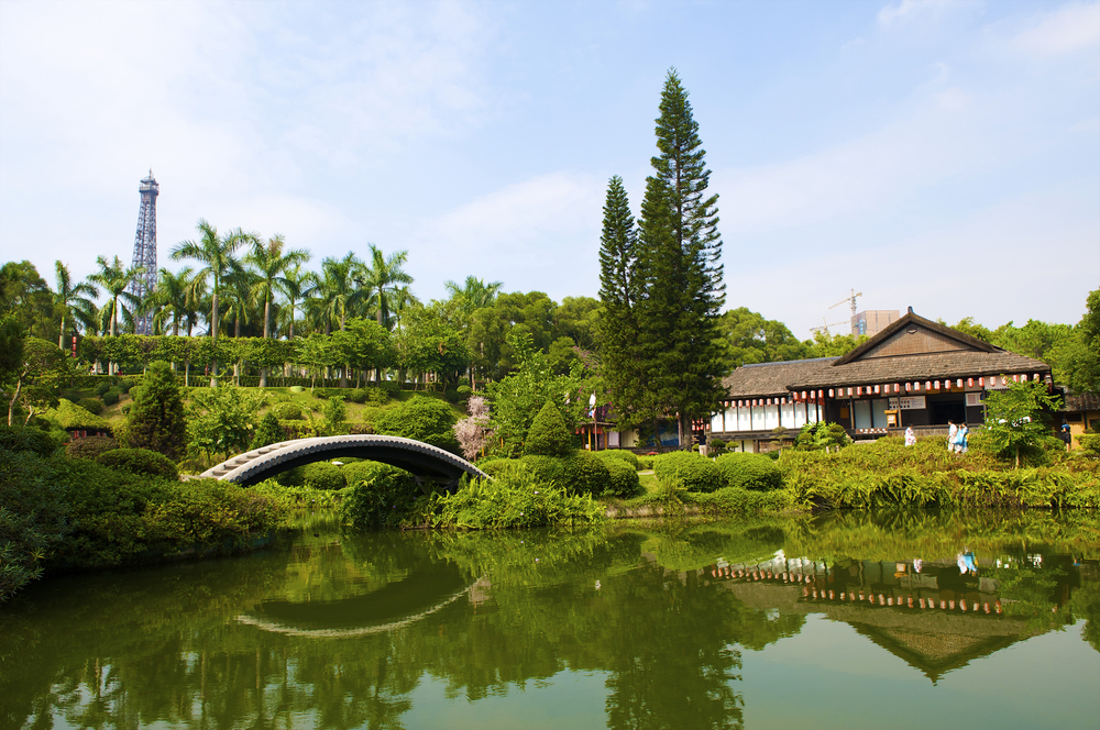 Japanese garden in the Chinese park_20499623