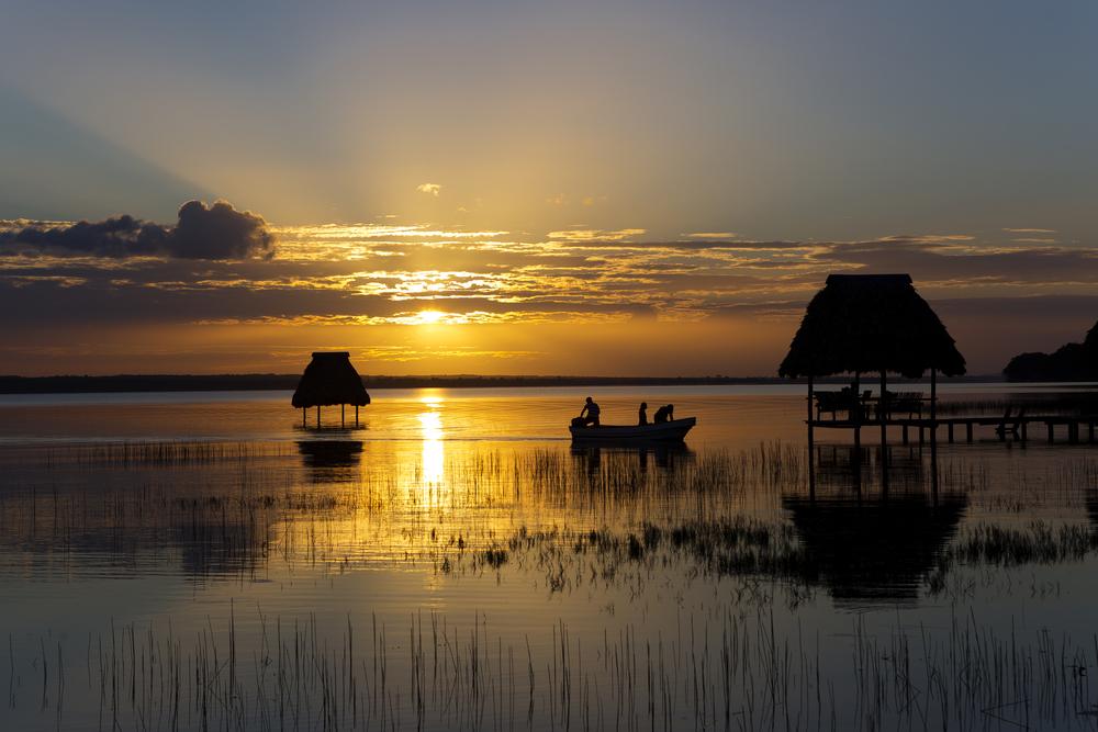 lake peten itza in northern guatemala_289942199