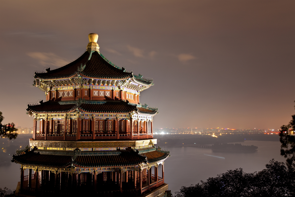 Summer Palace at night in Beijing_61729858