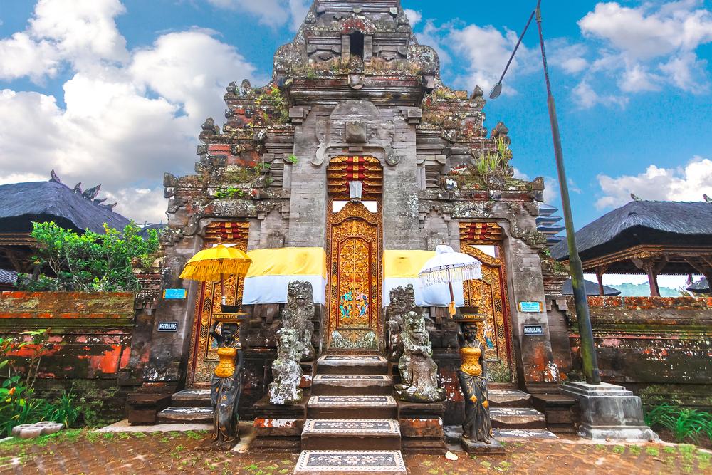 Door carving arts of Indonesia_409349833