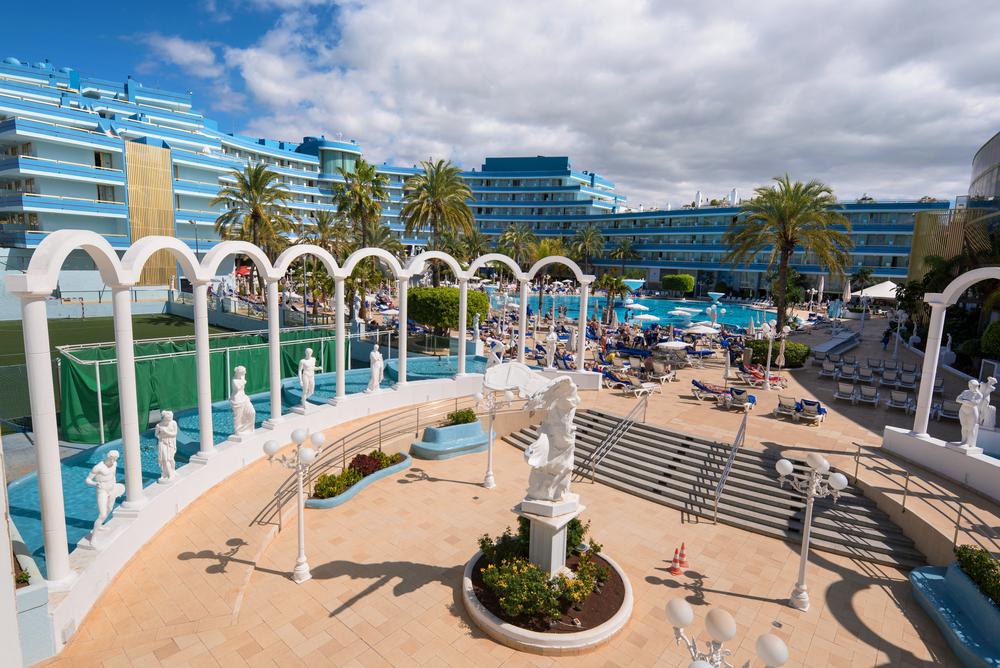 Mediterranean palace hotel in Las Americas_380894800