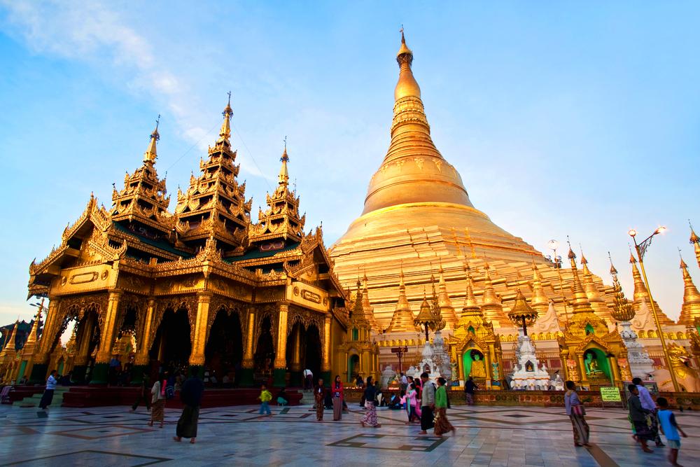 golden Shwedagon Pagoda _245286379