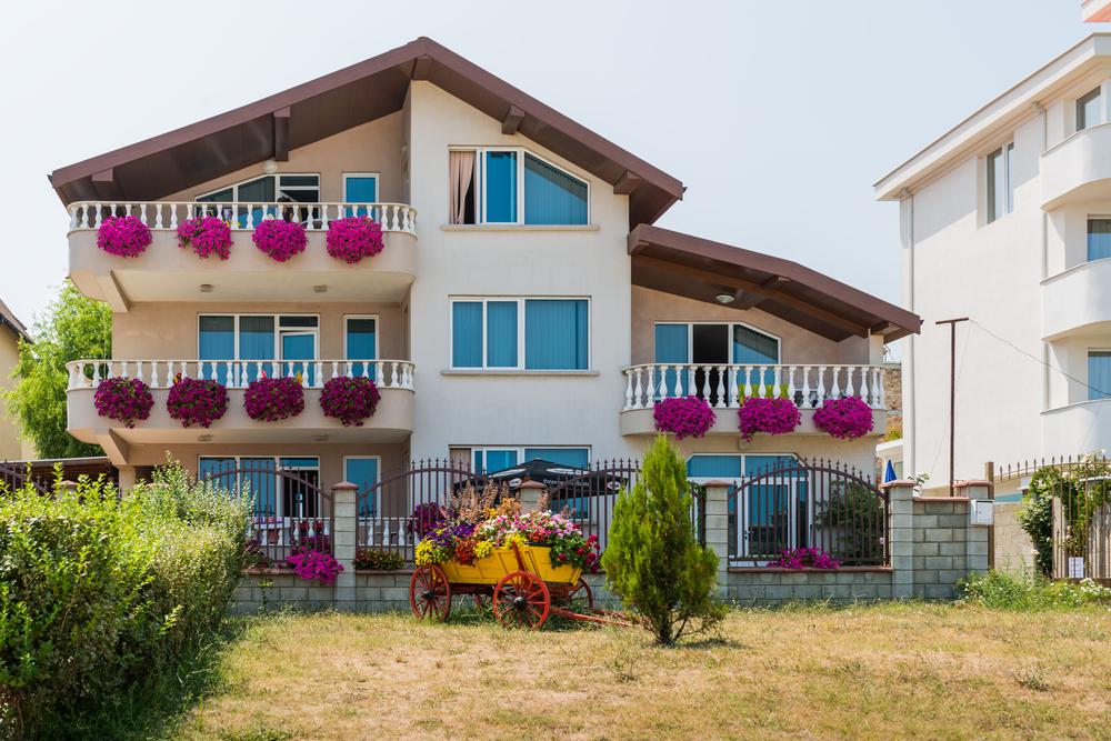 private-hotel-near-the-sea-in-obzor_471807887