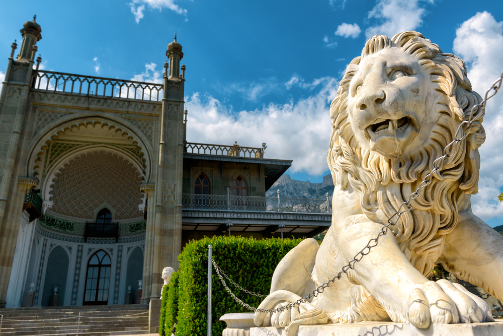 vorontsov-palace-in-the-town-of-alupka-crimea_427913509