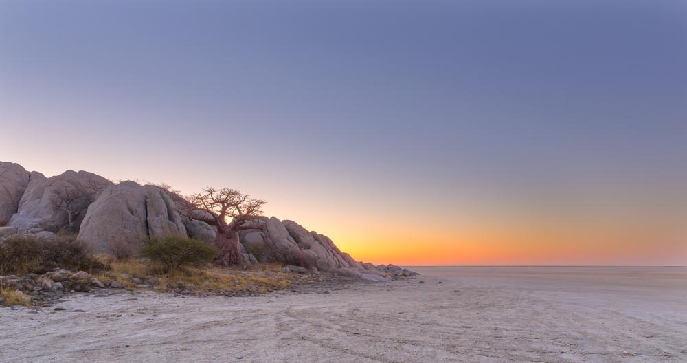 kubu-island-after-sunset_380808220