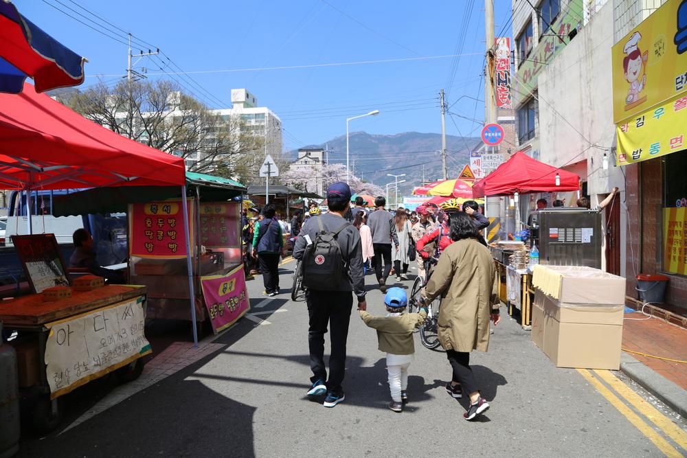 yeojwacheon-romance-bridge-in-busan_524175028