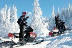 Motoneige sur les monts valin au saguenay  lac saint jean cr dit martial tremblay 2010 small