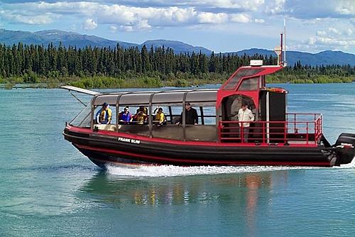 Croisiere escoumins bateau baleine  c  sylvio thibeault small