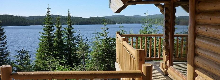 Pnd monts valin   calet avec vue sur un lac banner
