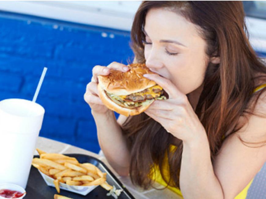 """Alimentação emocional, a comida que """"preenche o vazio"""""""