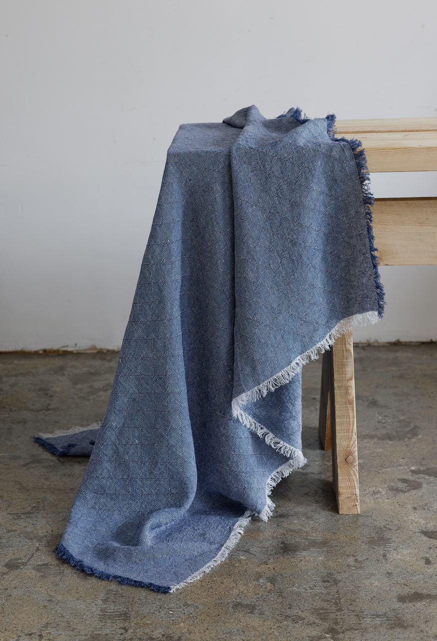 Samuji-koti-table-cloth-blue-photo-sami-repo