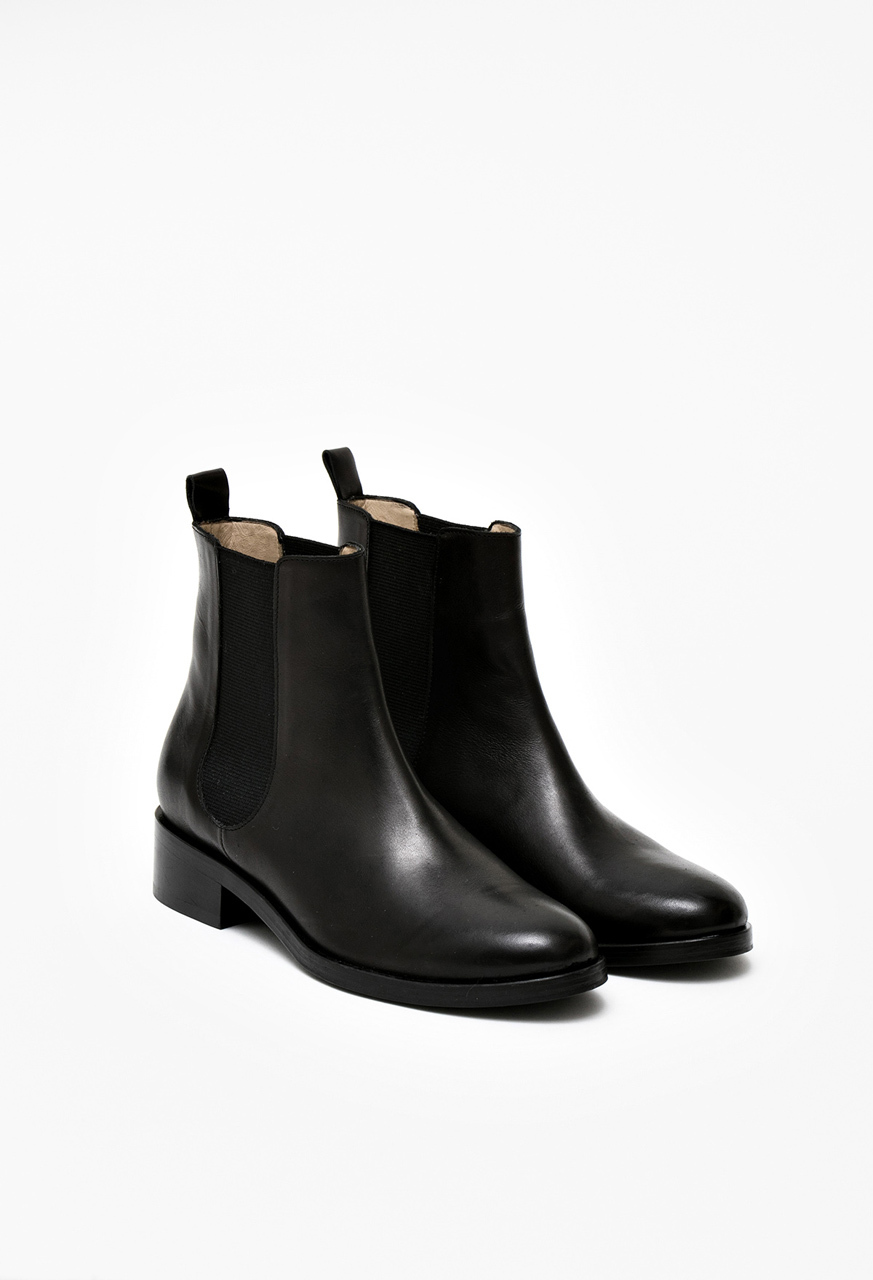 Samuji-fw16-chelsea-boots-black-leather