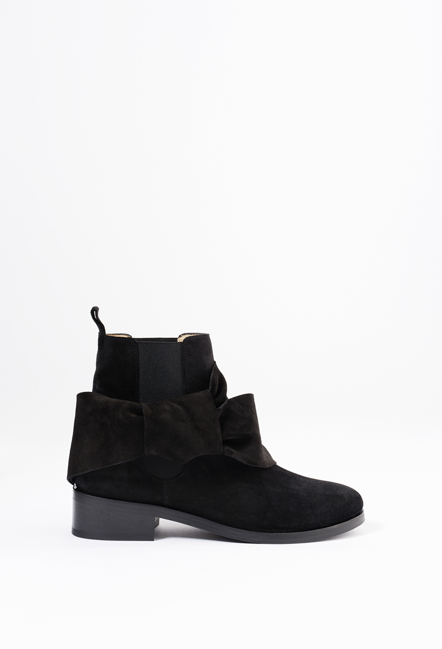 Knot Chelsea Boots