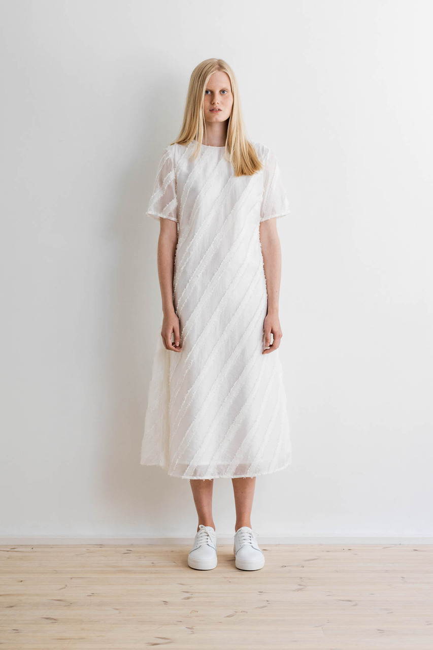 Samuji-ss17-domiru-dress-diagonal-white