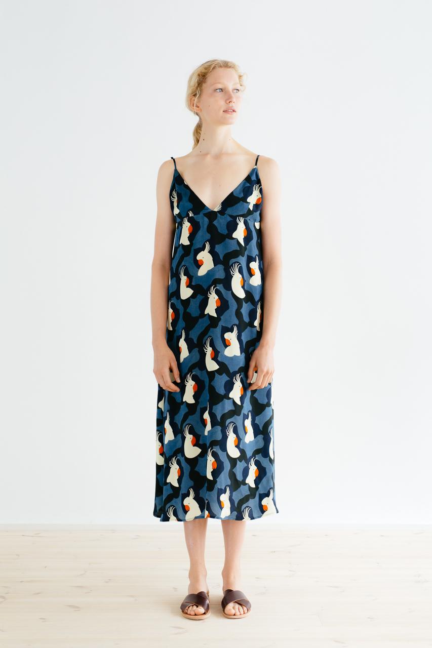 Samuji_ss18_kasumi_dress_pieni_kakadu_blue_3