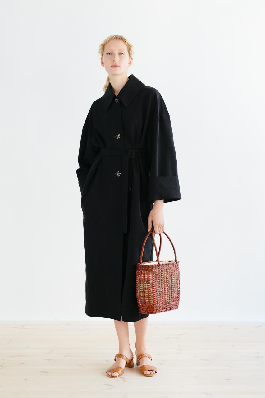 Samuji_ss18_bunko_coat_black_3
