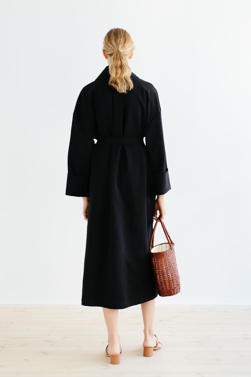 Samuji_ss18_bunko_coat_black_5