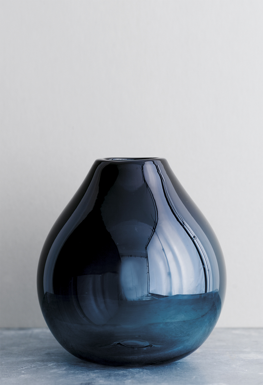 Samuji-koti-drop-glass-vase-turquoise-photo-sami-repo