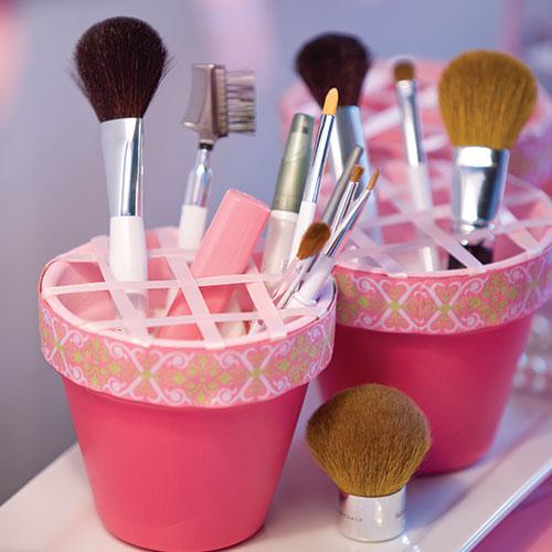 decorating-makeup-bucket-sq