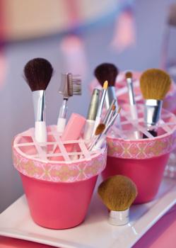 decorating-makeup-bucket-full