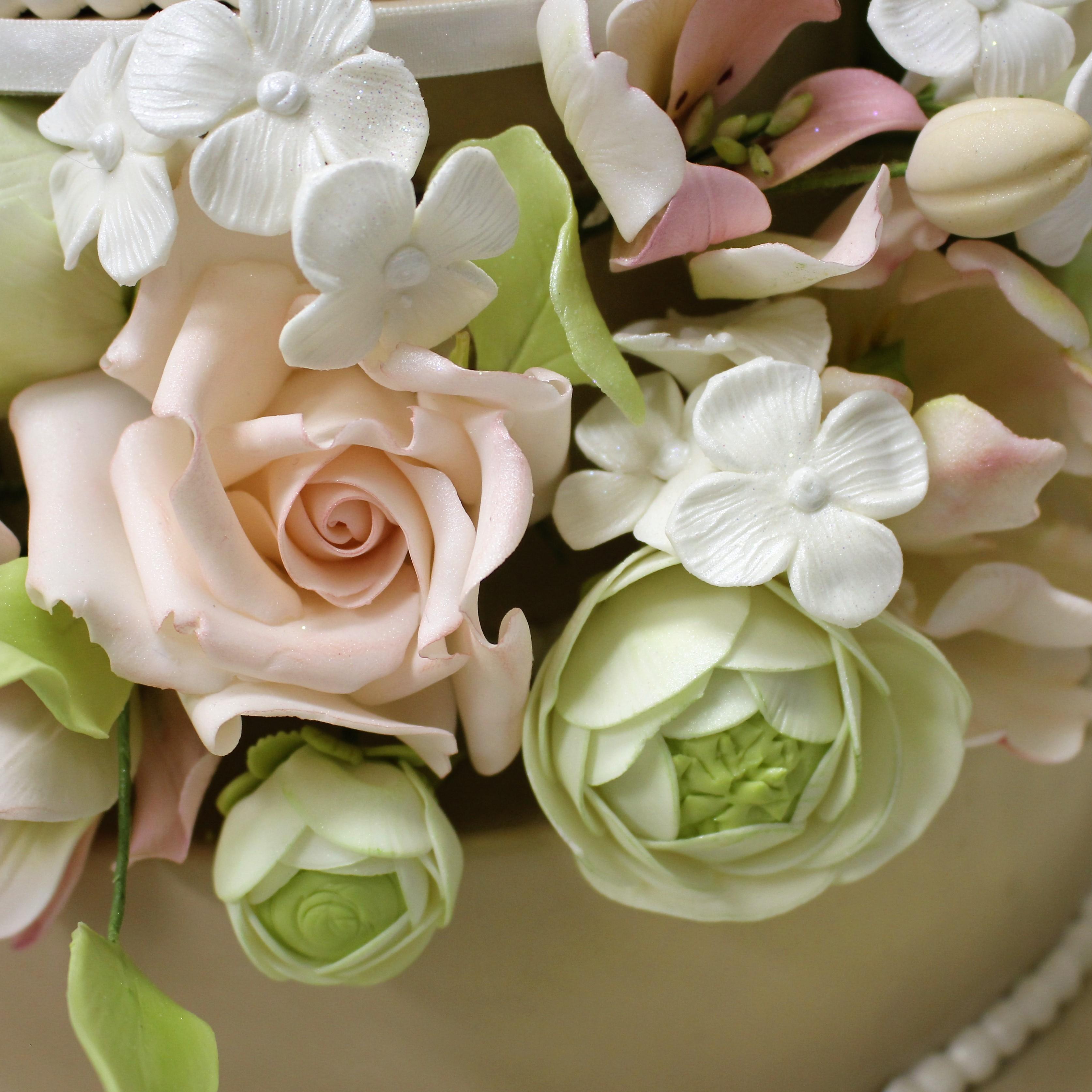 Masha-Lipkovsky-Unik-Cakes-Sugar-Flowers.JPG#asset:16131