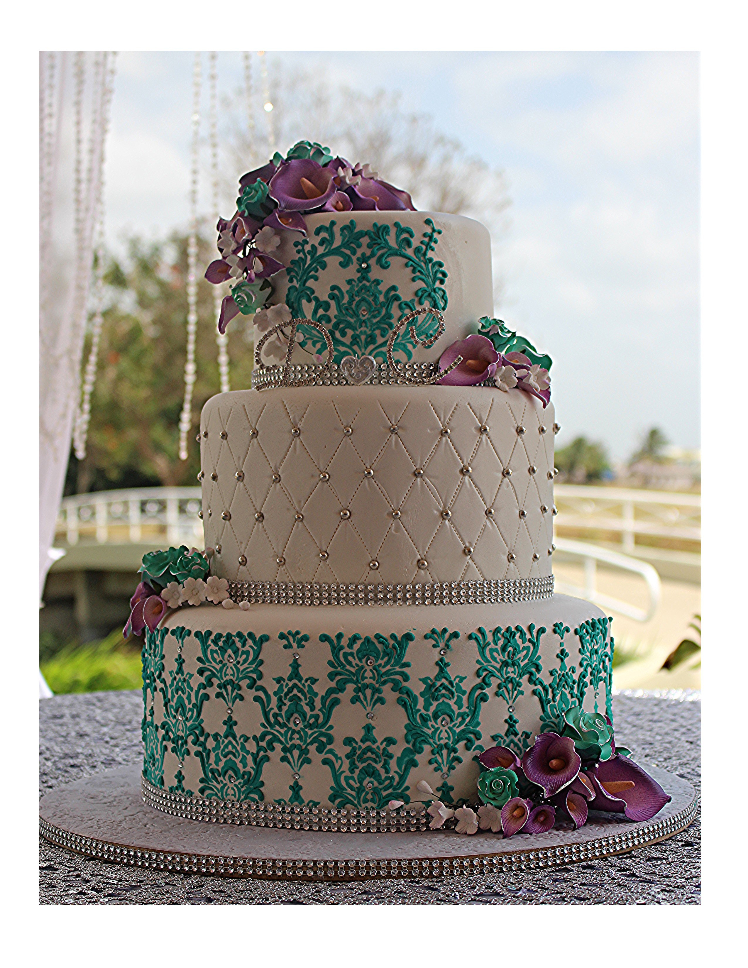 White and turquoise quilted wedding cake