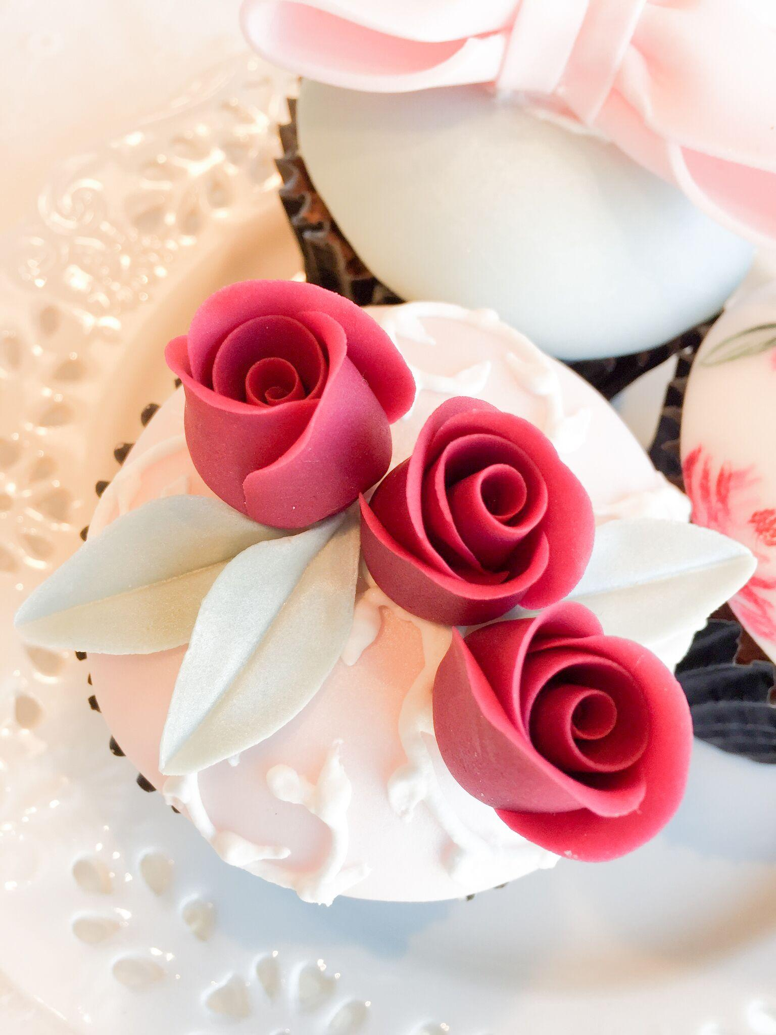 rolled rose cupcakes