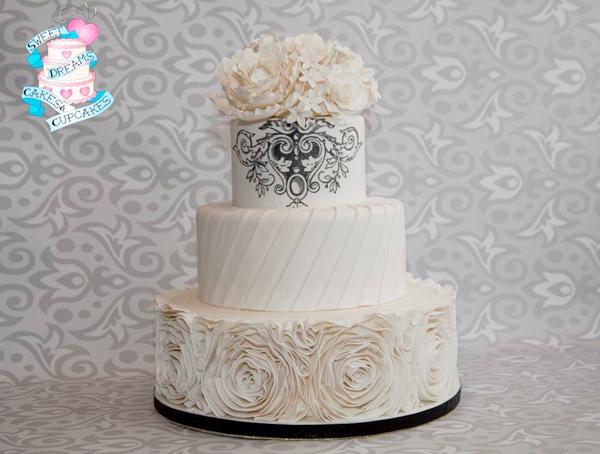 Sarah-Wlodyka-Sweet-Dreams-Cakes-Cupcakes-Wedding-Elegant.jpg#asset:15636