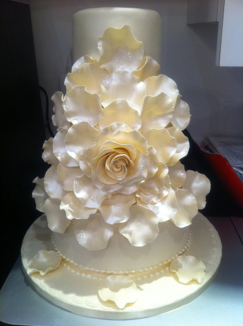 Elegant Floral Wedding Cake