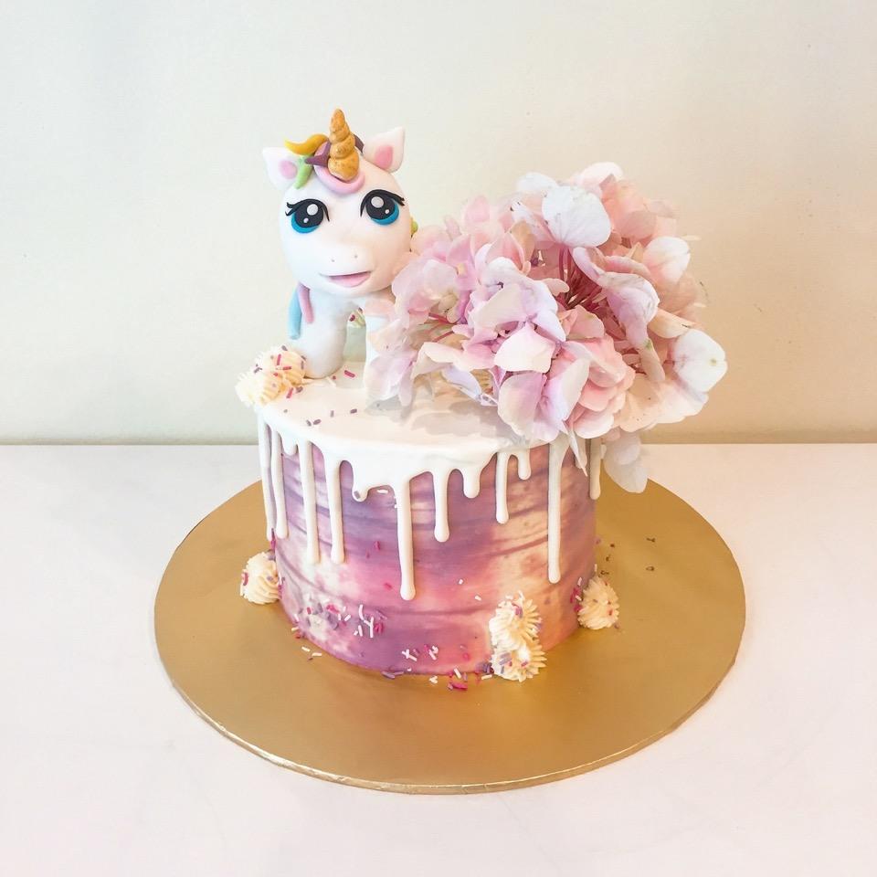 Unicorn topper drip cake