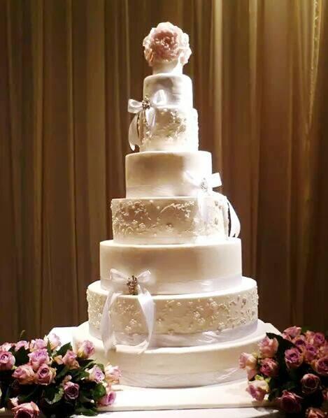 Ivory wedding cake with sugar lace