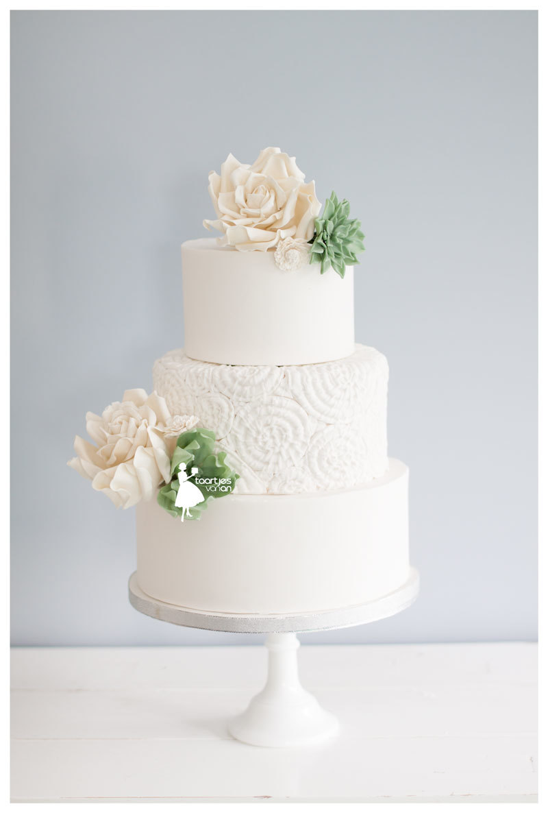 Boho White wedding with texturing and sugar flowers