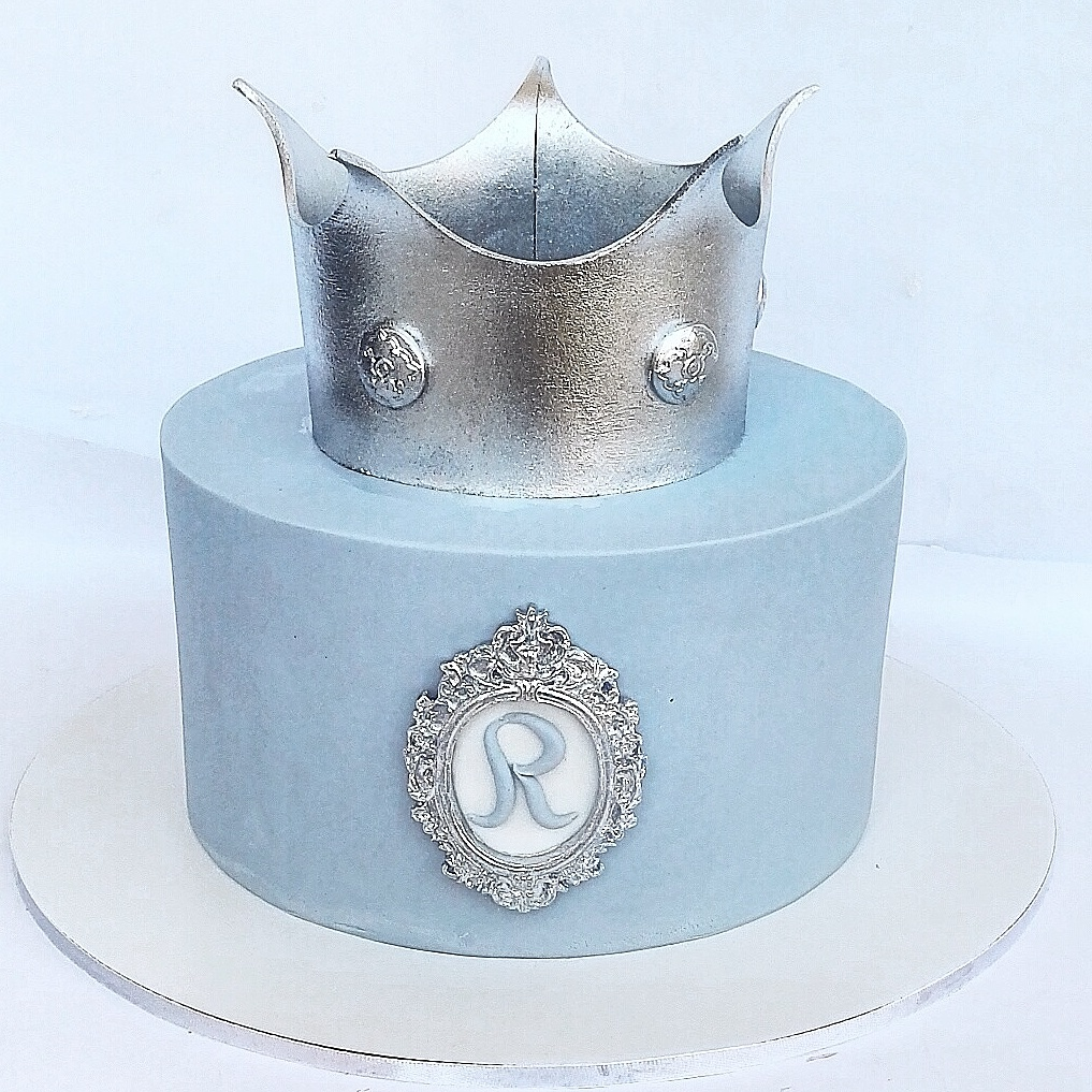 Baby boy cake with crown