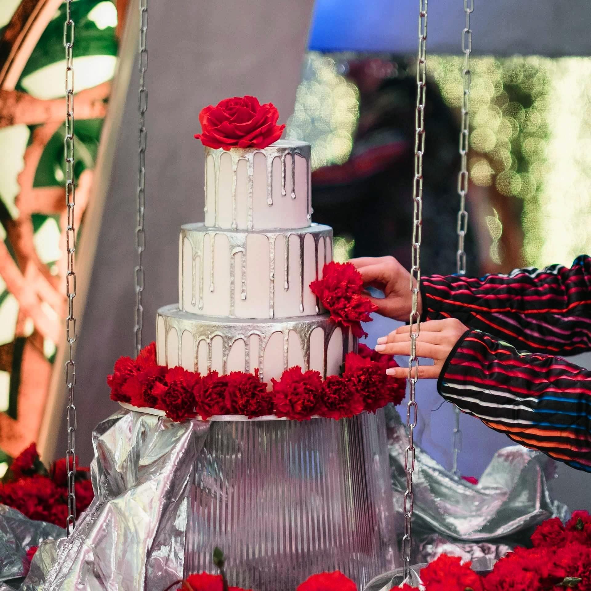 Silver Drip wedding with sugar roses