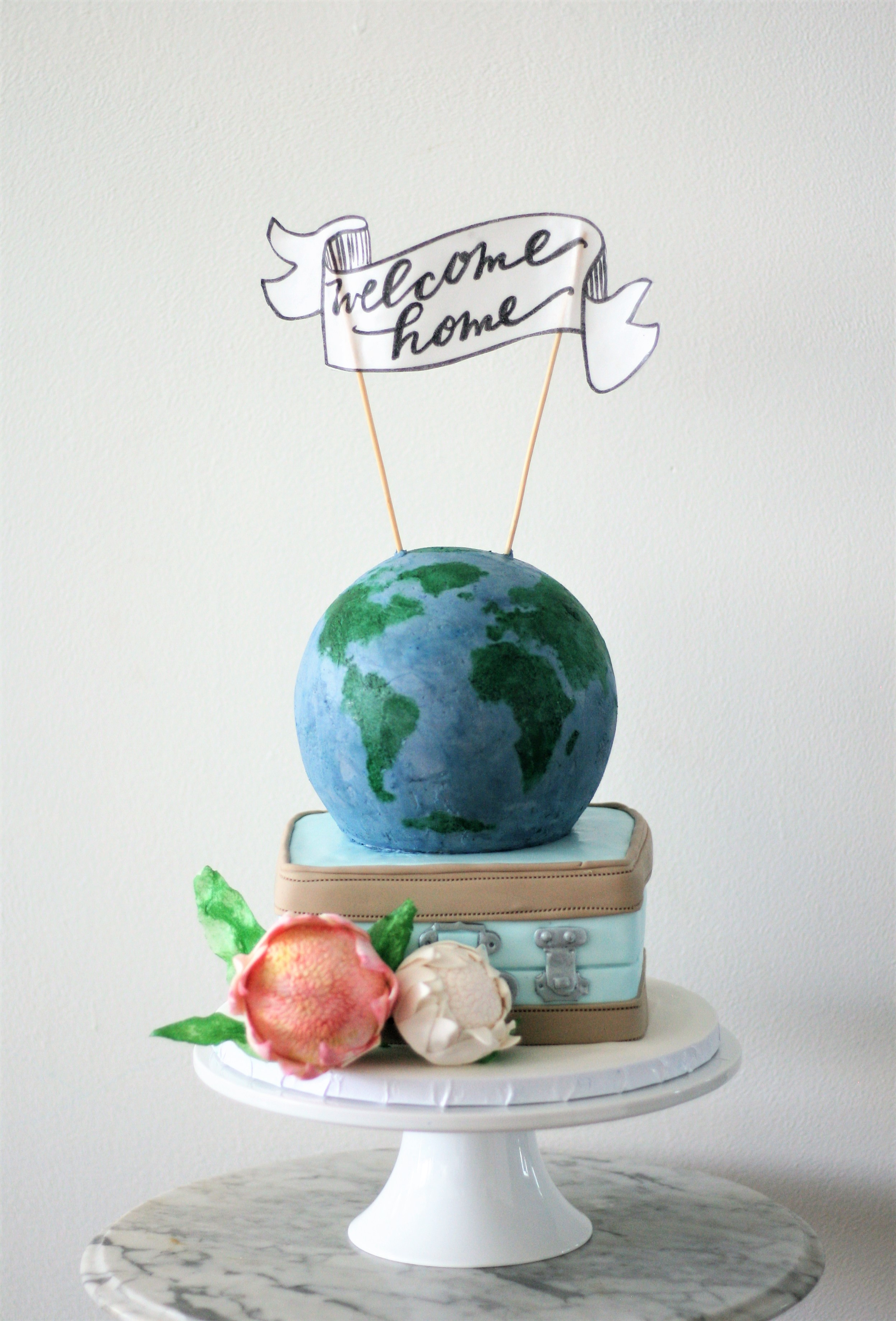 Traveling theme cake