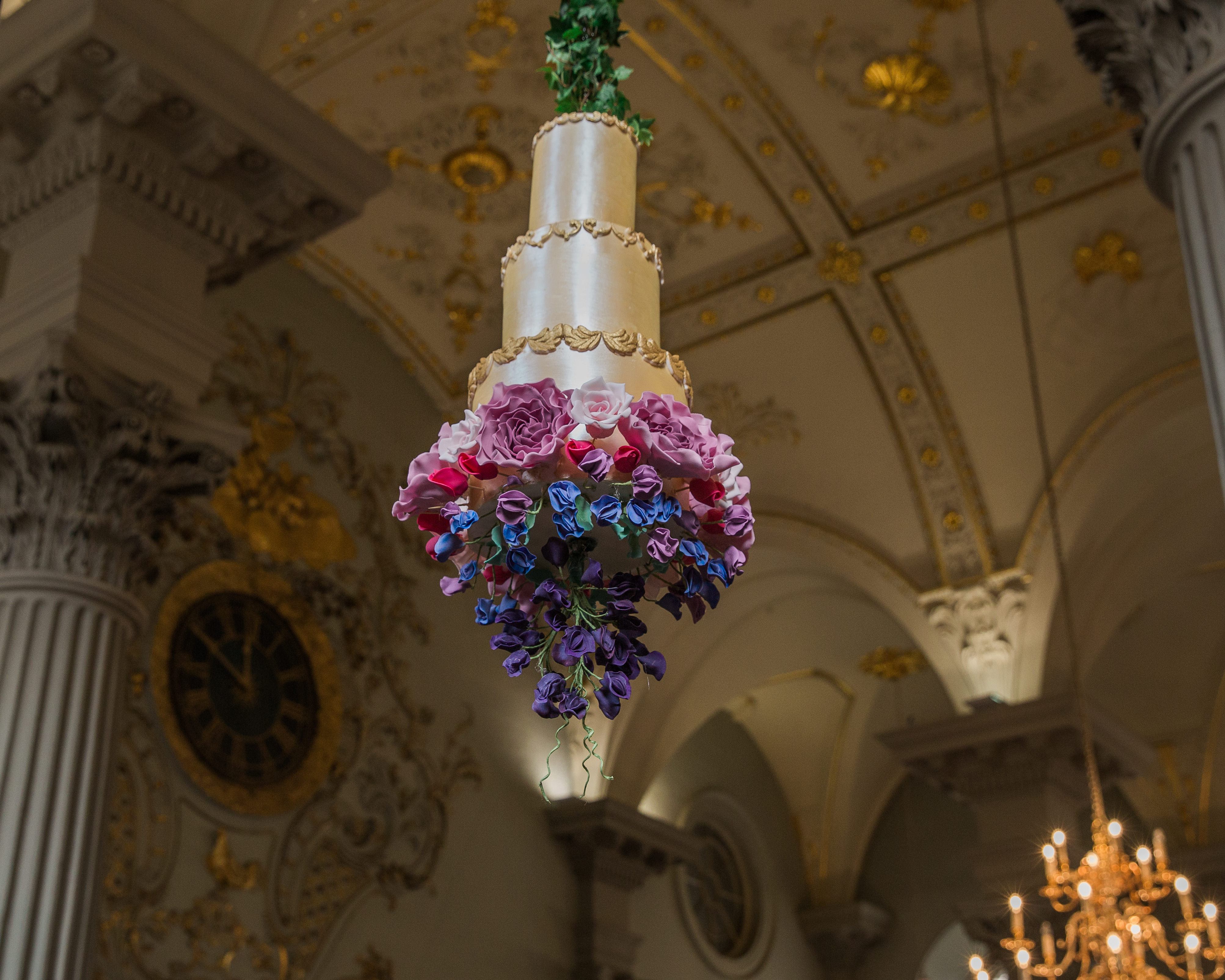 Suspended gold wedding with sugar flowers